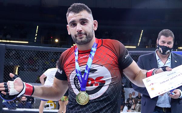 Adri es campeón de España de MMA Amateur